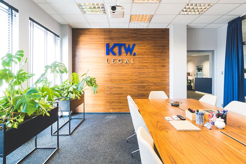 Zdjęcia wnętrz kancelarii prawniczej   Fotografia reklamowa Katowice